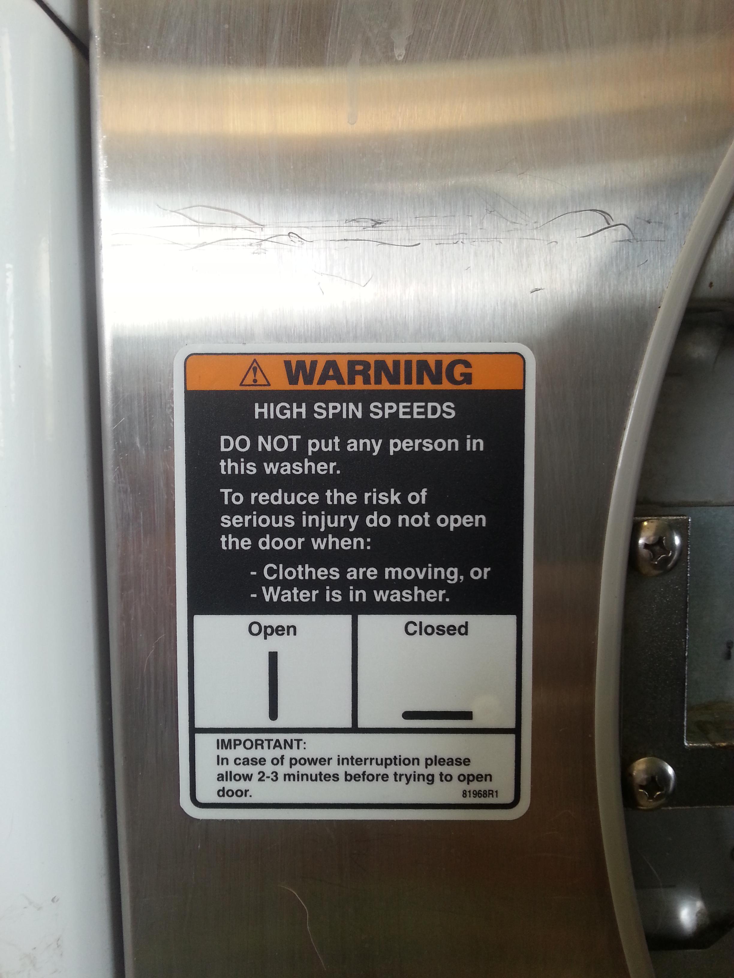 Bitte keine kleinen Kinder in der Maschine waschen.
